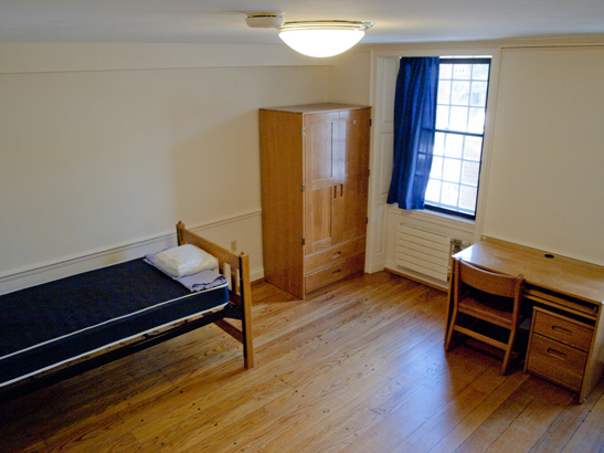 Timothy Dwight College - Bedroom